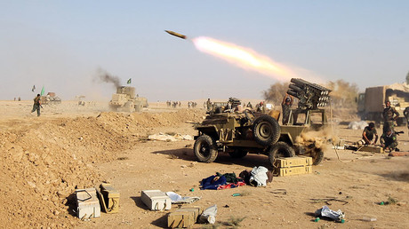 Shiite fighters from the Hashed al-Shaabi (Popular Mobilisation) launches missiles on the village of Salmani, south of Mosul, on October 30, 2016 during the ongoing battle against Islamic State group jihadists to liberate the city of Mosul. © Ahmad Al-Rubaye