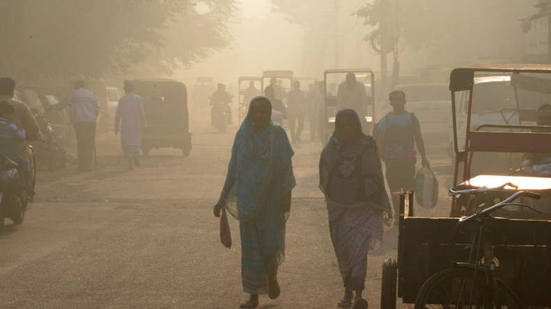 'Worst smog in 17yrs' shuts schools in New Delhi (PHOTOS)