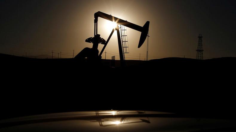 IEA warns glut will swamp oil market if no OPEC cut