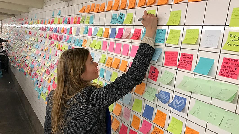 New Yorkers post sticky notes of hope in subway to combat election blues (VIDEOS, PHOTOS)
