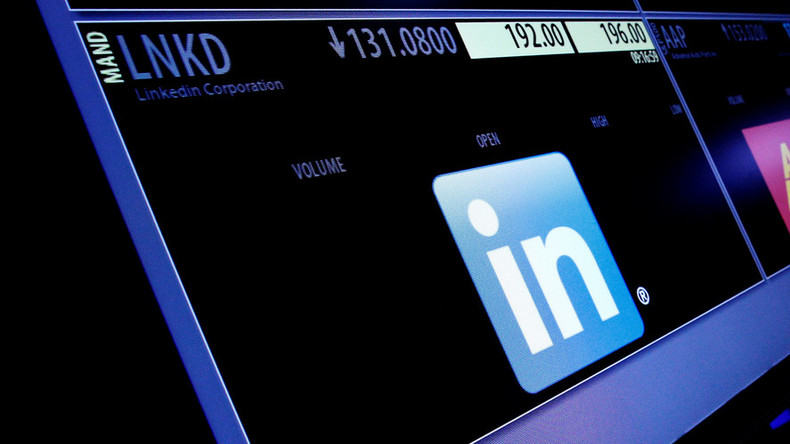 'Experiencing some issues': LinkedIn crashed & people weren't happy