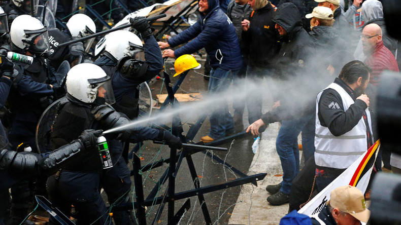 Protesting soldiers teargassed, hit with water cannon by Belgian police (VIDEO)
