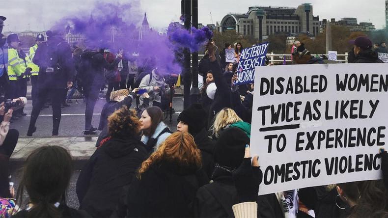London bridge shut down by domestic violence protest (VIDEOS, PHOTOS)