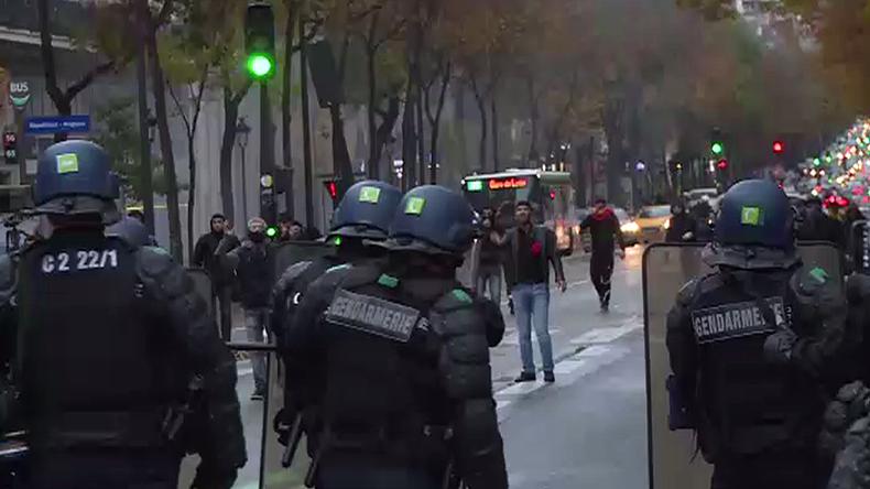 15 arrested after Kurds clash with pro-Erdogan demonstrators in Paris – media