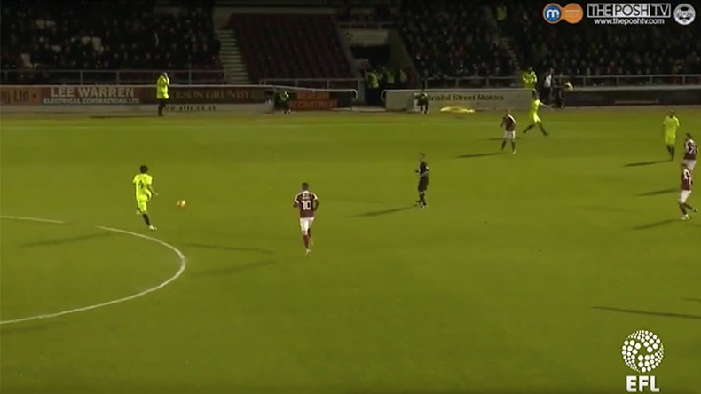 The best misplaced pass in football history? (VIDEO)