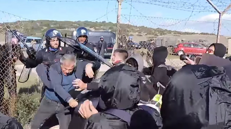 'NATO out!' Anti-war activists clash with police during Italian base demo (VIDEO)