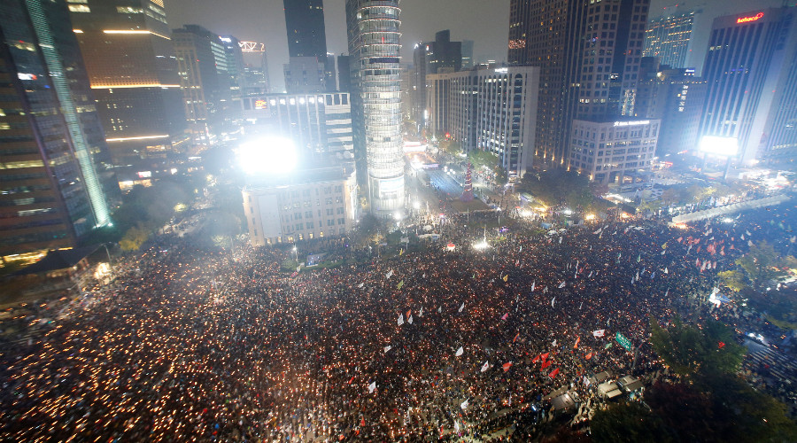 'Step down, criminal!' Tens of thousands demand S Korean president's ouster (VIDEO)