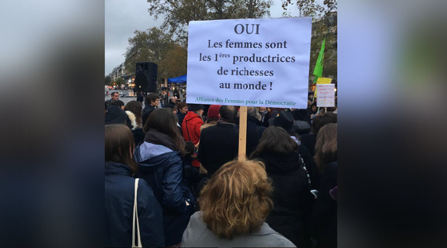 French women stage mass walkout in protest against wage gap (PHOTOS)