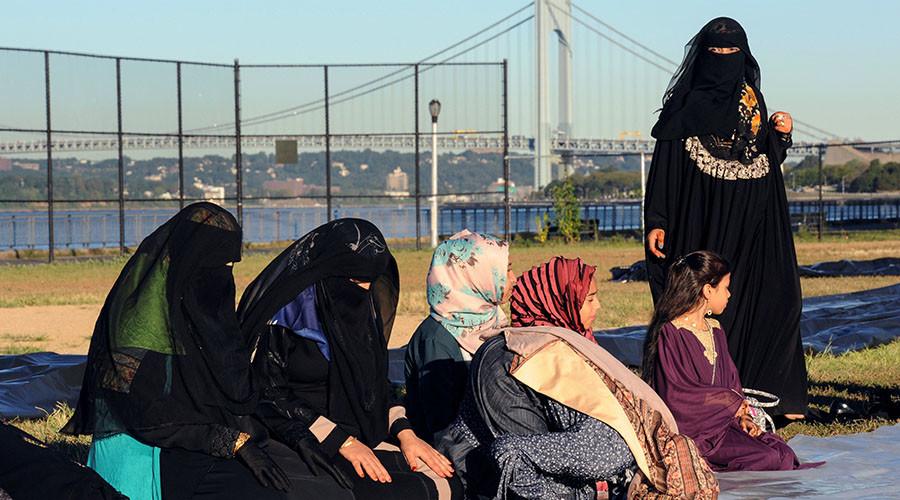 Hate crimes against Muslims in US increased 67% last year – FBI