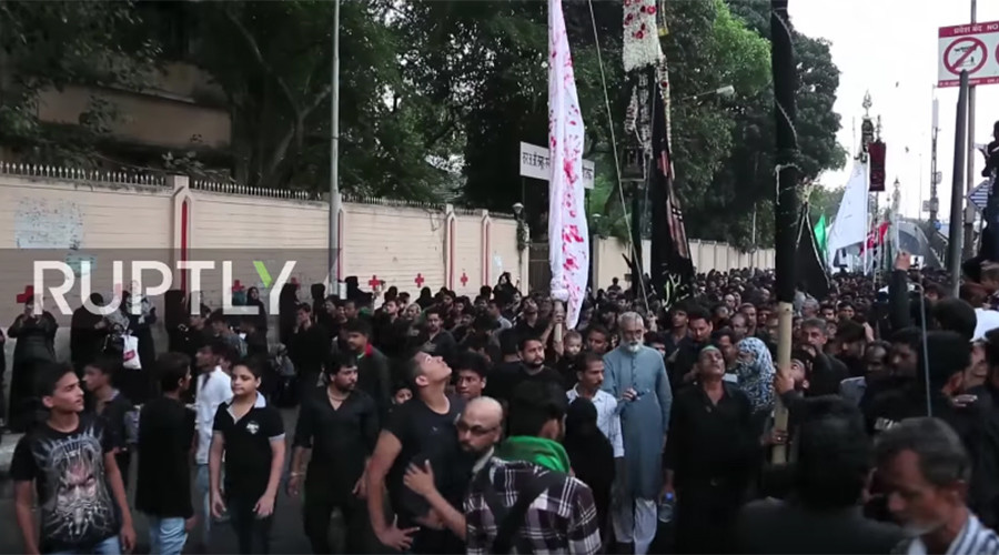 Shia Muslims shed blood in Mumbai to mark death of Mohammed's grandson (GRAPHIC VIDEO)
