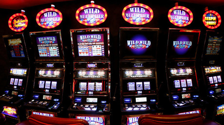 Lying slot machine tells woman she 'won' $43mln