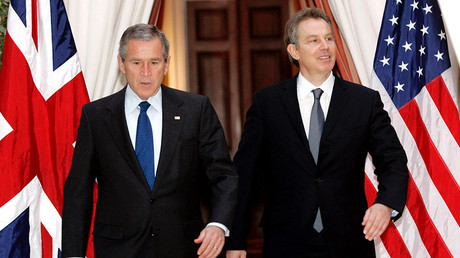 U.S. President George W. Bush (L) and British Prime Minister Tony Blair walk together from their meeting at the U.S. Embassy in Brussels, February 22, 2005. © Kevin Lamarque