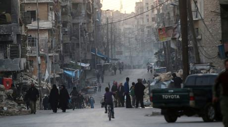 People walk along a street near damaged buildings in Tariq al-Bab neighbourhood of Aleppo, Syria November 2, 2016. © Abdalrhman Ismail