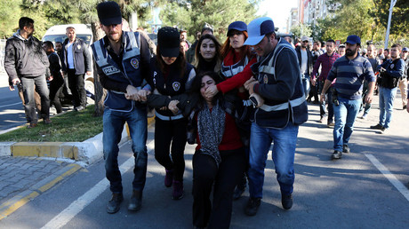 Police detain Sebahat Tuncel, co-chair of the pro-Kurdish Democratic Regions Party (DBP), during a protest against the arrest of Kurdish lawmakers, in the southeastern city of Diyarbakir, Turkey, November 4, 2016. © Sertac Kayar