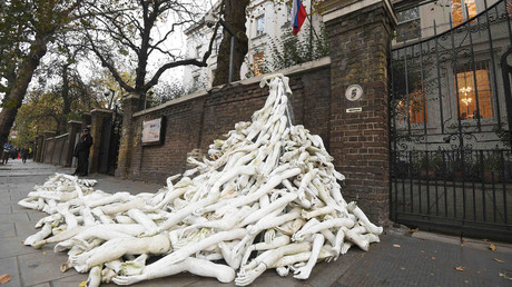 Piles on mannequin limbs are seen outside the Russia's embassy in London as part of a protest against military action in Syria, November 3, 2016. © Toby Melville