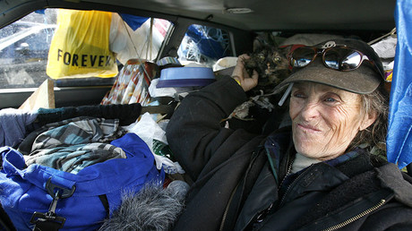 Emily with her cat lives in car, Los Angeles. File photo. © Mario Anzuoni