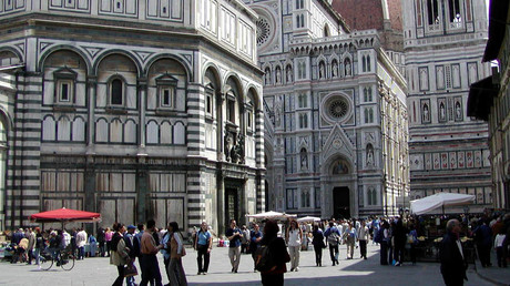 Place in Front of Dome of Florence with Battisterio © Wikipedia