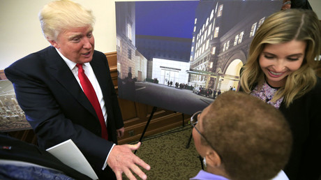 U.S. real-estate mogul Donald Trump (L) speaks with Congresswoman Eleanor Holmes Norton (D-DC) (2nd R) © Kevin Lamarque