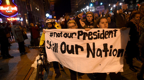 Demonstrators protest in response to the election of Republican Donald Trump as the president of the United States in Philadelphia, Pennsylvania, U.S. November 11, 2016 © Mark Makela
