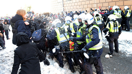 Counter-protesters throw snowballs at police who are keeping them away from a demonstration organised by The Nordic Resistance Movement (Nordiska motstandsrorelsens) in central Stockholm November 12, 2016 © Fredrik Sandberg