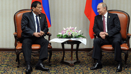 November 19, 2016. Russian President Vladimir Putin during a meeting with Philippine President Rodrigo Duterte, left, on the sidelines of the APEC summit in Lima. © Michael Klimentyev