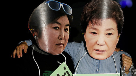 Protesters wearing cut-outs of South Korean President Park Geun-hye (R) and Choi Soon-sil attend a protest denouncing Park over a recent influence-peddling scandal in central Seoul, South Korea. File photo. © Kim Hong-Ji