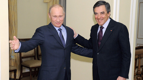 FILE PHOTO: Russia's President Vladimir Putin (L) welcomes France's former Prime Minister Francois Fillon at the Novo-Ogaryovo state residence outside Moscow March 21, 2013 © Alexey Druzhinin