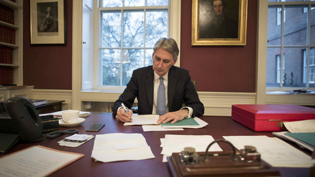 Britain's Chancellor of the Exchequer Philip Hammond reads through his Autumn Statement as he poses for a photograph in his office in 11 Downing Street, London, Britain November 22, 2016. © Stefan Rousseau