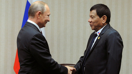 FILE PHOTO: Russian President Vladimir Putin and Philippine President Rodrigo Duterte attend a meeting on the sidelines of the Asia-Pacific Economic Cooperation (APEC) Summit in Lima, Peru, November 19, 2016 © Mikhail Klimentyev