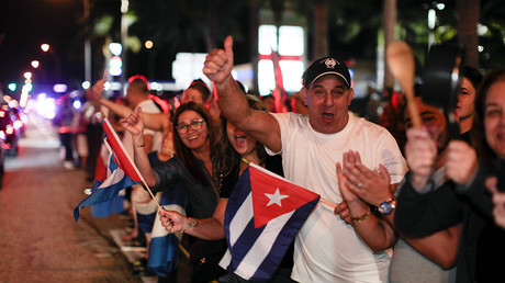 People celebrate after the announcement of the death of Cuban revolutionary leader Fidel Castro, in the Little Havana district of Miami, Florida, U.S. November 26, 2016 © Javier Galeano