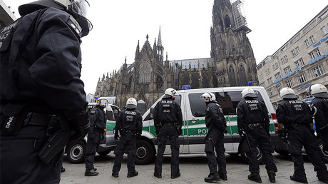 FILE PHOTO: German riot police stand in front of the Cologne Cathedral © Vincent Kessler