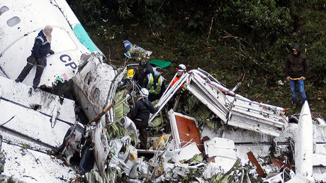 Rescue crew work in the wreckage from a plane that crashed into Colombian jungle with Brazilian soccer team Chapecoense near Medellin, Colombia, November 29, 2016. © Fredy Builes