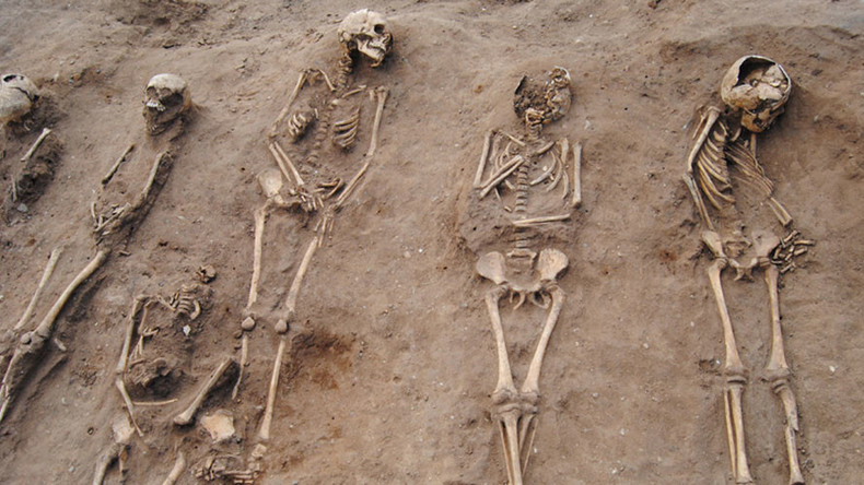 Black Death 'plague pit' with 48 skeletons uncovered in England (PHOTOS, VIDEO)