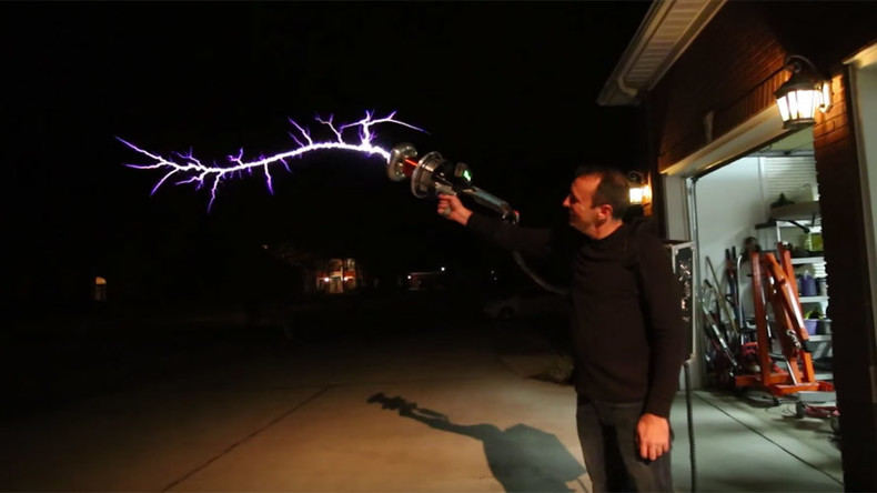 Hair-raising DIY Tesla gun fires forks of lightning through the air (VIDEO)