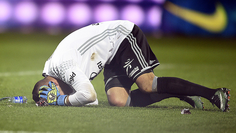 'Sad evening for football': Ligue 1 game abandoned after goalkeeper hit by firecracker (VIDEO)