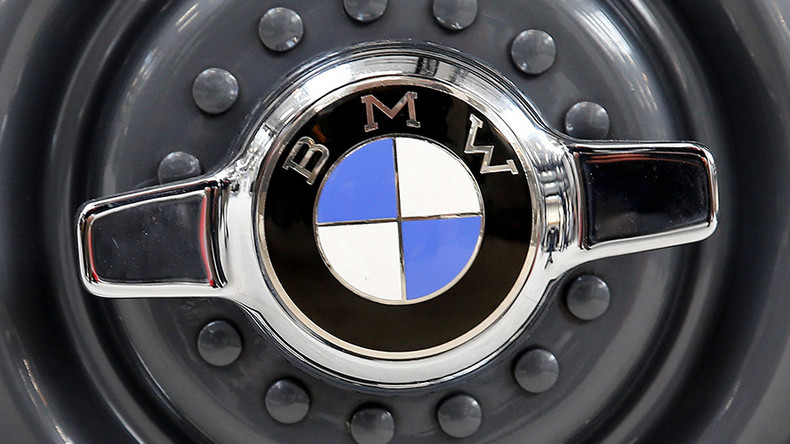 BMW traps carjacker with remotely activated door locks