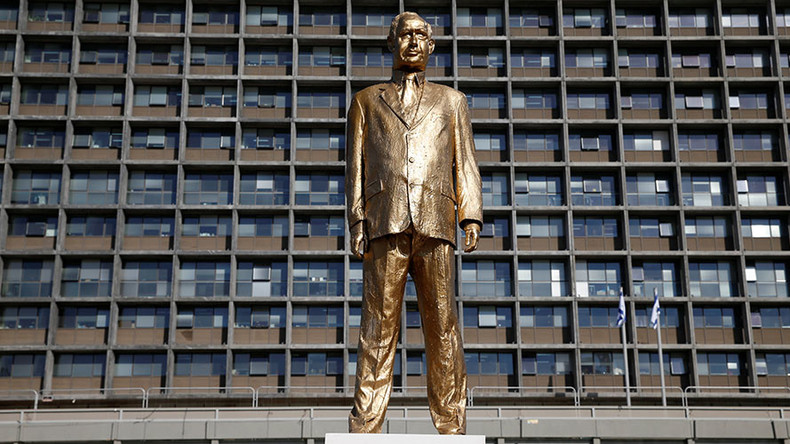 Big Bibi: Golden statue of PM Netanyahu mysteriously appears in Tel Aviv