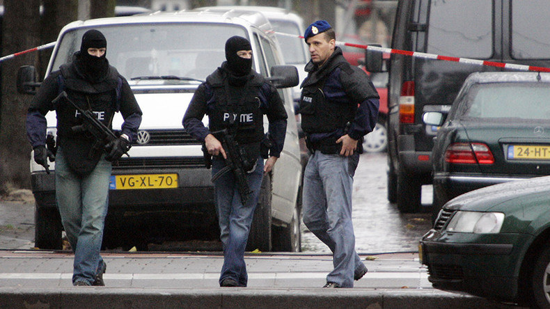 Terrorism suspect with loaded Kalashnikov & ISIS flag arrested in Rotterdam – reports