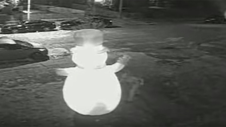 Knifemare before Xmas: Vandal caught stabbing giant inflatable snowman on CCTV