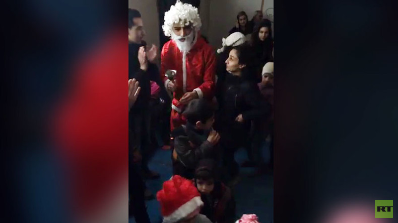 Snow, Santa & smiles: RT sees children in post-war Homs getting back to normal life (VIDEO)