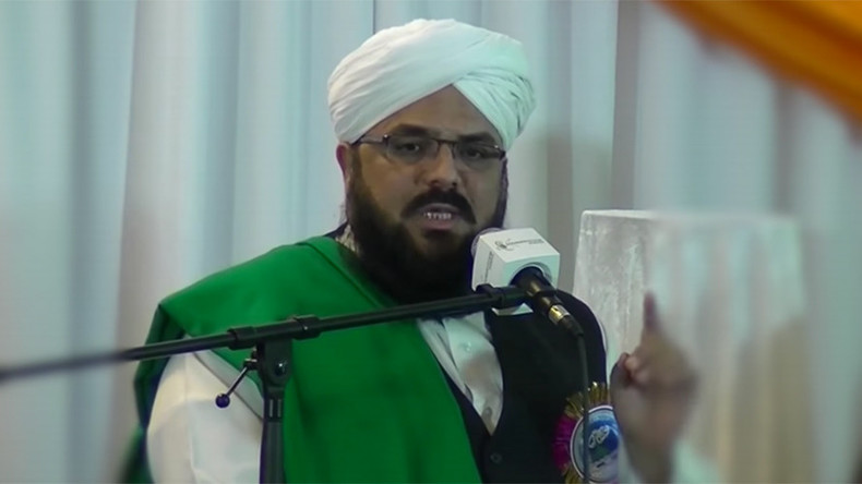 Muslim cleric banned in Pakistan attempts preaching tour of Britain