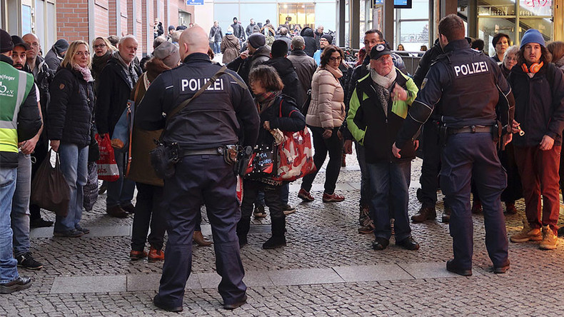 Police cordon off Berlin shopping area, suspicious package reported