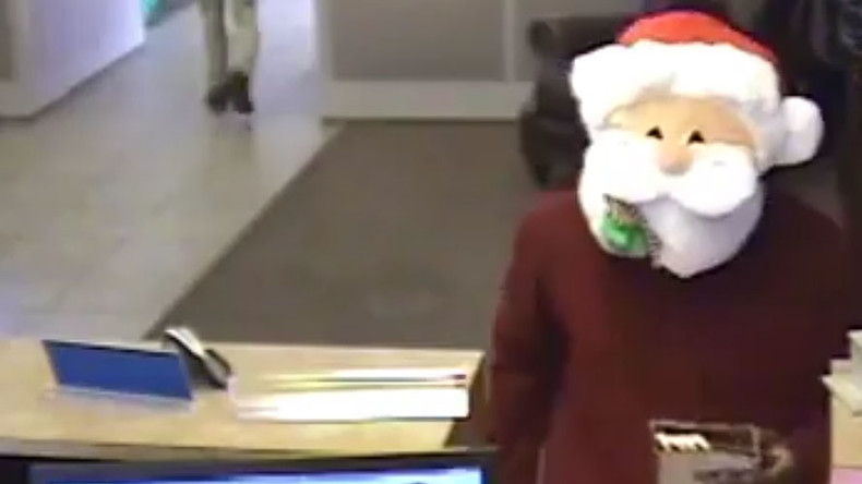 Naughty & nice: 'Santa' robs bank while handing out candy (VIDEO)