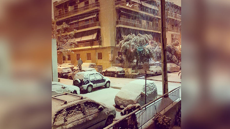 Rare snowfall in Athens sends vibes of excitment through social media (PHOTOS, VIDEO)