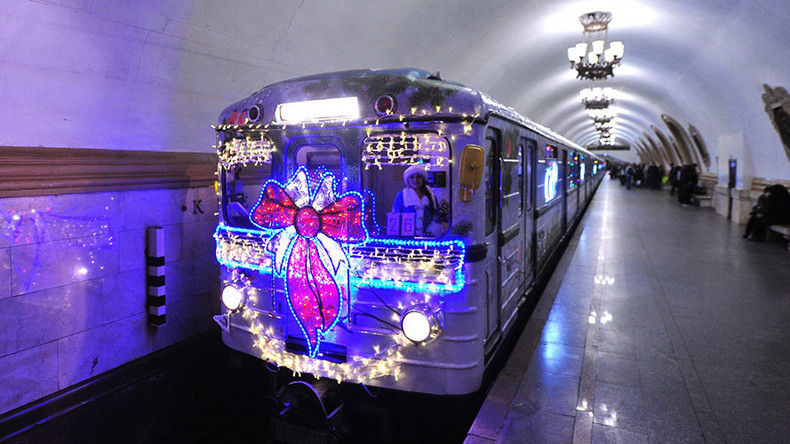 Winter wonderland: Russia gets in New Year mood with amazing festive-themed transport (PHOTOS)