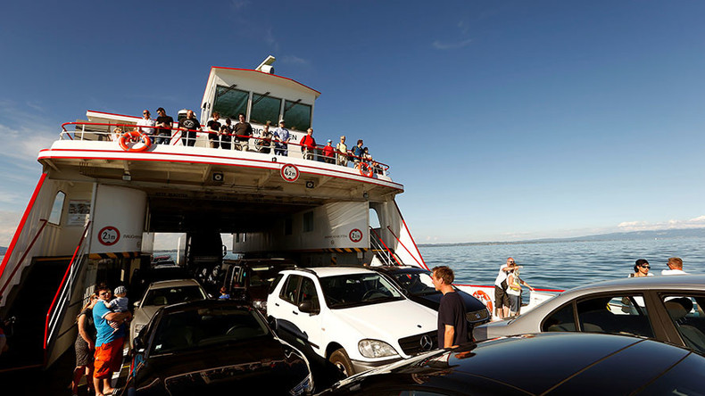 Ferry bad day: Unlucky tourists see 4WD go overboard (VIDEO)