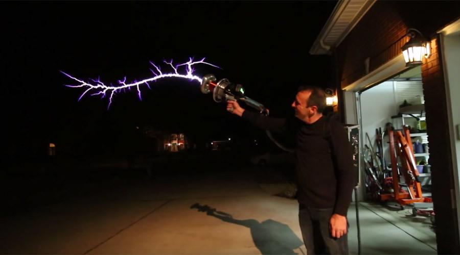 Hair-raising DIY Tesla gun fires forks of lightning through the air (VIDEO)