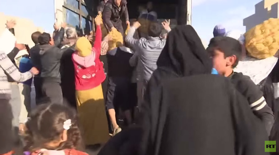 Melee breaks out in Mosul as govt aid arrives (VIDEO)
