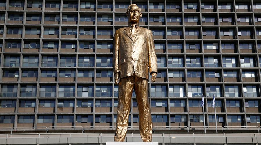 Big Bibi: Golden statue of PM Netanyahu mysteriously appears in Tel Aviv