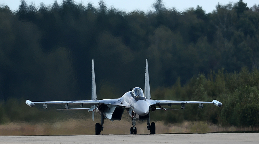 Russia's cutting-edge Su-35 fighters arrive at Karelia base (VIDEO)